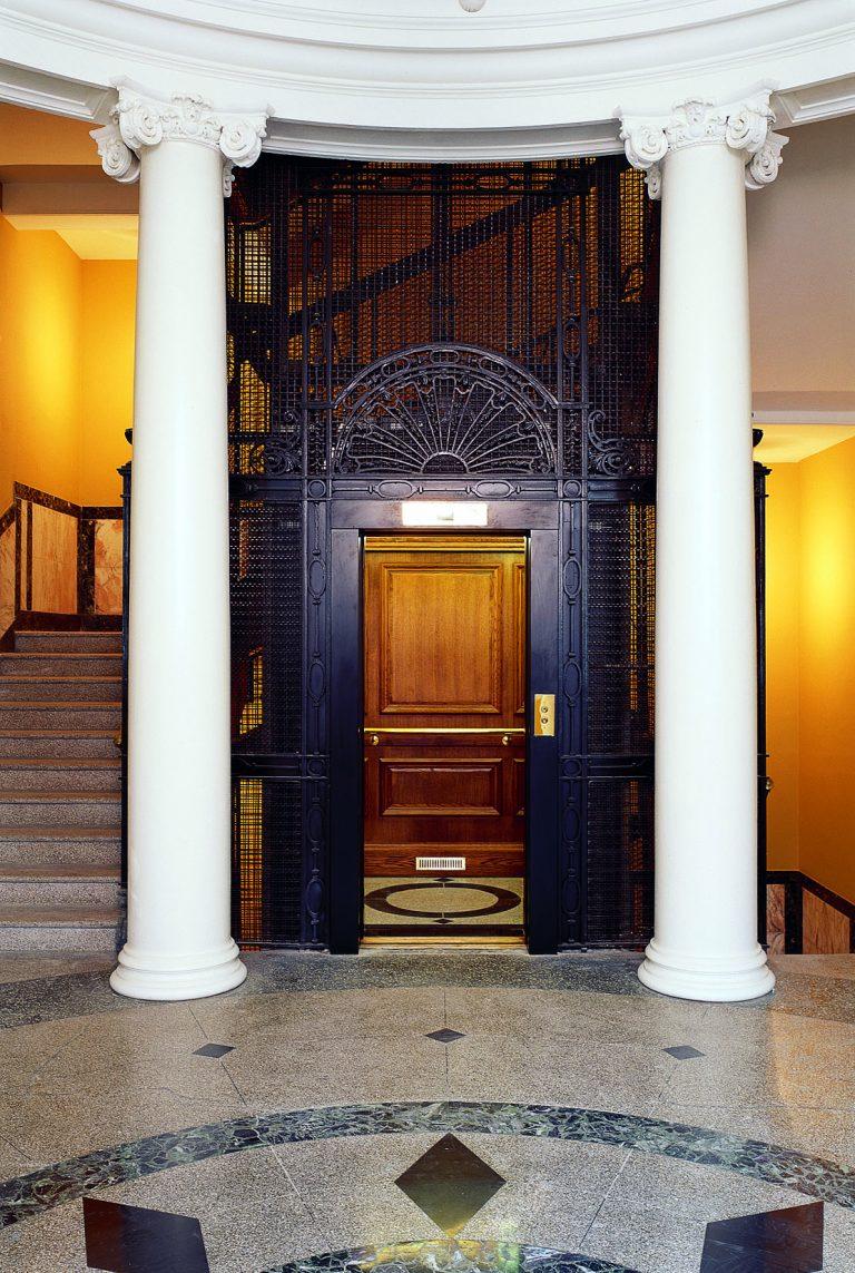 Holborn Hall, 193-197 High Holborn, London lift
